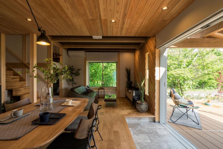 室内と外の境があいまいな坪数以上の空間の広がり