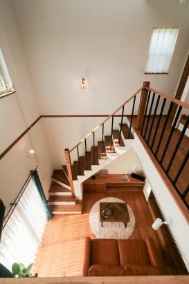 リビング、階段室、吹き抜け