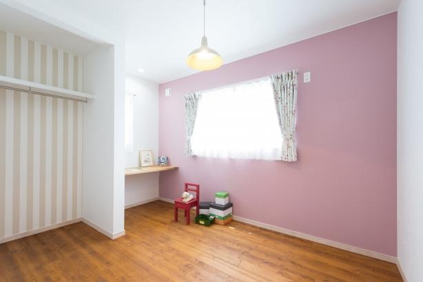 かわいいピンクの子供部屋
