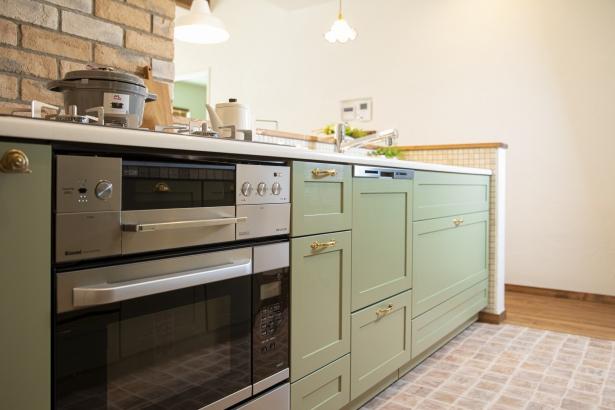 淡いグリーンがとっても可愛いキッチン