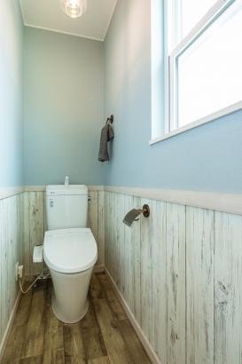 明るいトイレ。