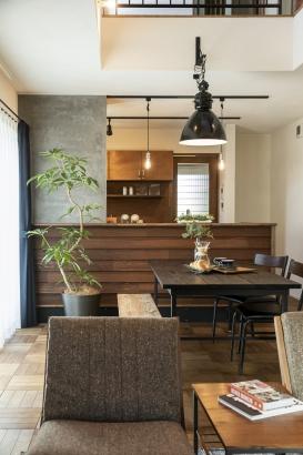 落ち着いた雰囲気のキッチン。