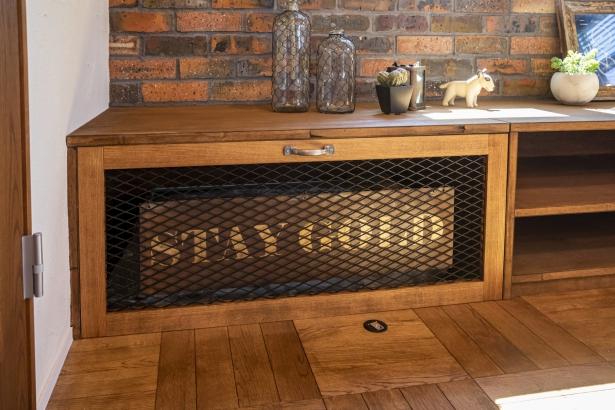 1年中快適に過ごすことができる、全館空調床下エアコン。造作家具で、暮らしに自然に馴染んでいます。