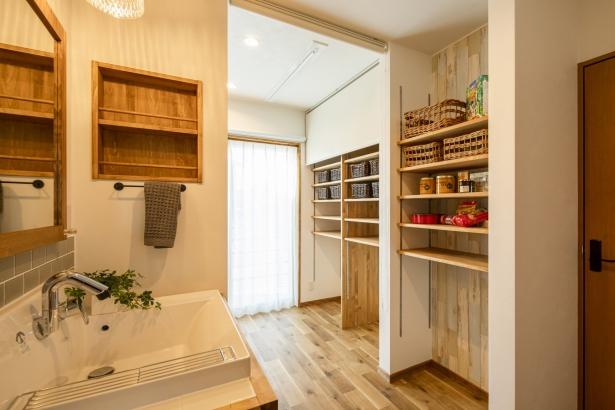 洗面所&ランドリールームは日当たり抜群。