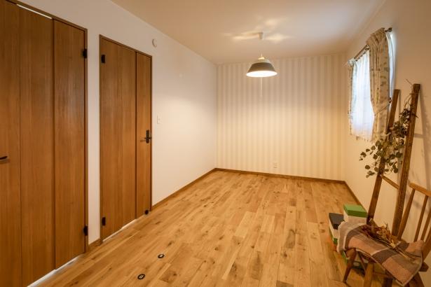 将来は、部屋を分けることも考えて2つのドアを付けました。