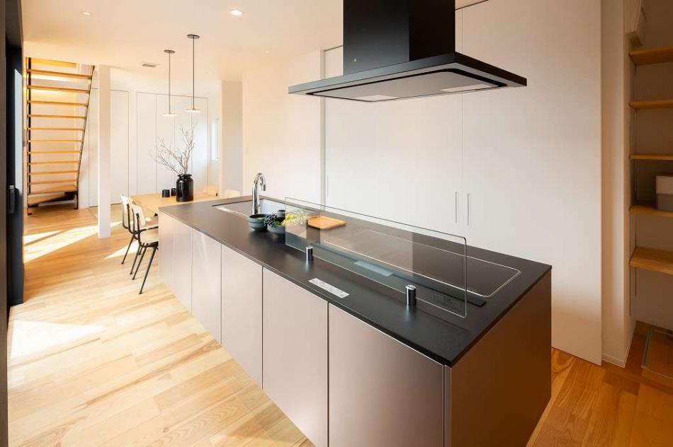 お手入れしやすい、眺めの良いキッチン