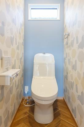 クロスづかいが素敵なトイレ