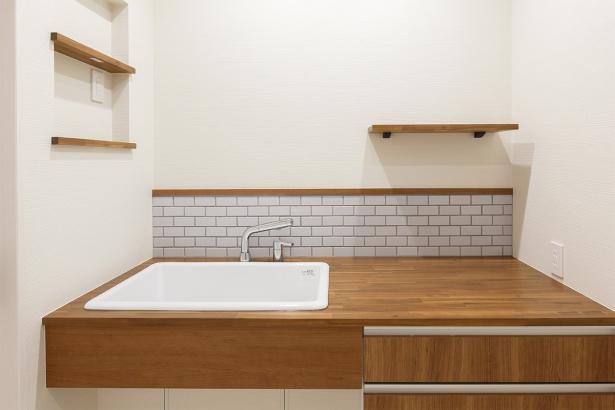 造作の洗面台