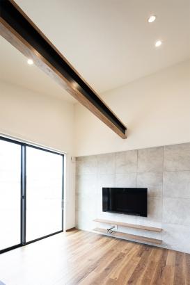 化粧梁を施した勾配天井