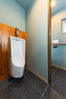 小便器付きのトイレ