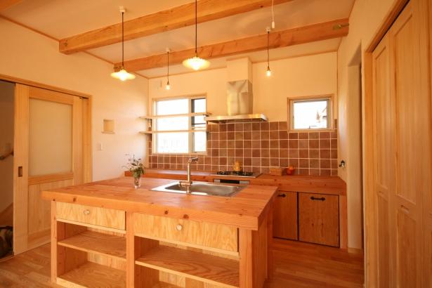 キッチンは造作で造った完全オリジナルです