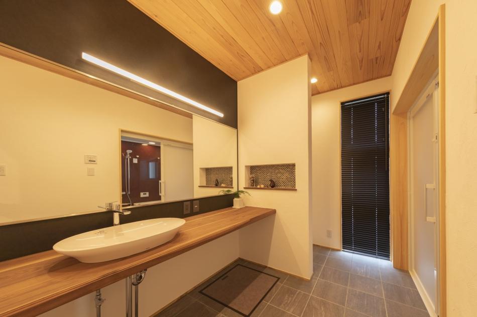 ホテルのような高級感のある洗面脱衣室